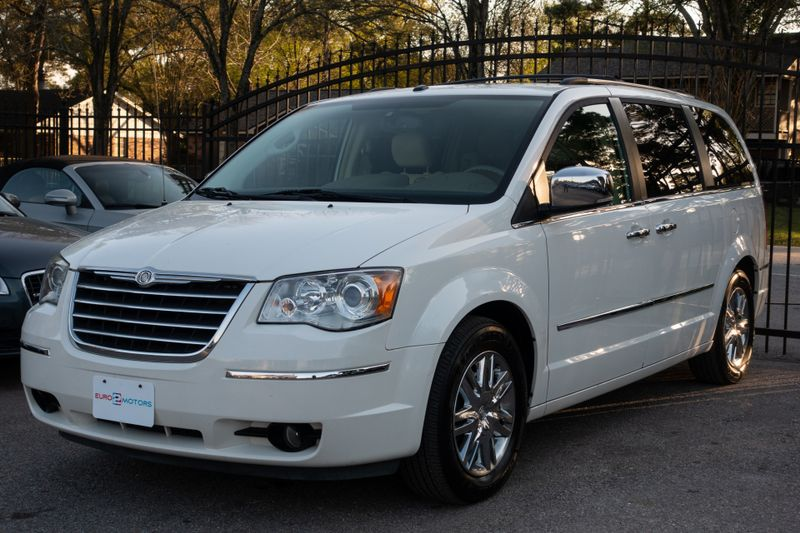 2008 Chrysler Town  Country Limited   Texas  EURO 2 MOTORS  in , Texas