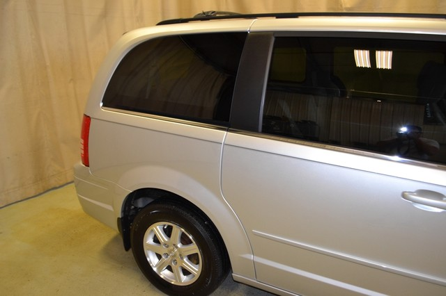 2008 Chrysler Town & Country Touring in IL, 61073