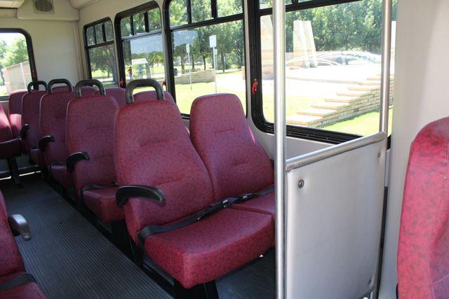 2008 Ford E450 22 Passenger Starcraft  Shuttle Bus Irving, Texas 10