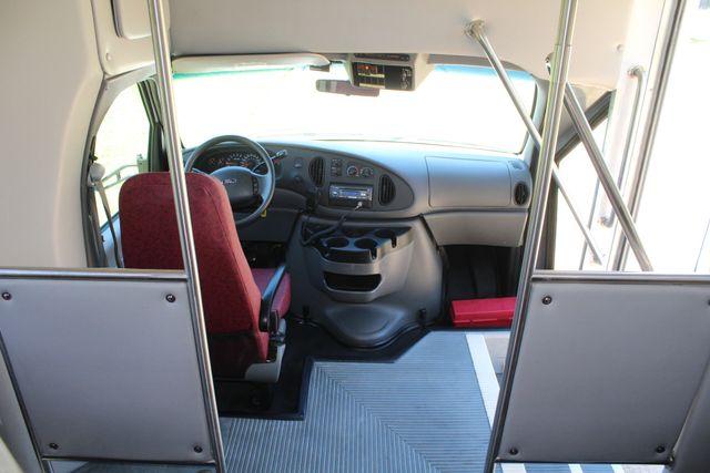 2008 Ford E450 22 Passenger Starcraft  Shuttle Bus Irving, Texas 19