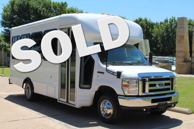 2008 Ford E450 22 Passenger Starcraft Shuttle Bus Irving, Texas 0
