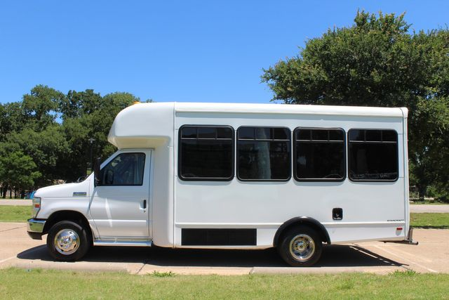 2008 Ford E450 22 Passenger Starcraft Shuttle Bus Irving, Texas 3