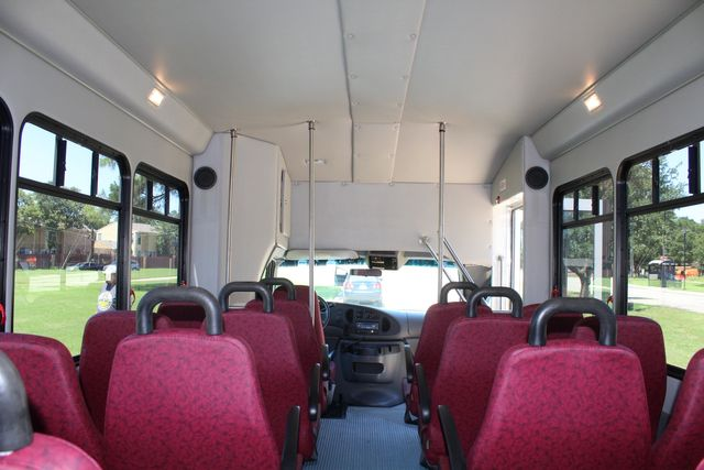 2008 Ford E450 22 Passenger Starcraft Shuttle Bus Irving, Texas 12