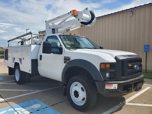 Bucket Trucks | Pinnacle Trucks | Irving Equipment Dealership