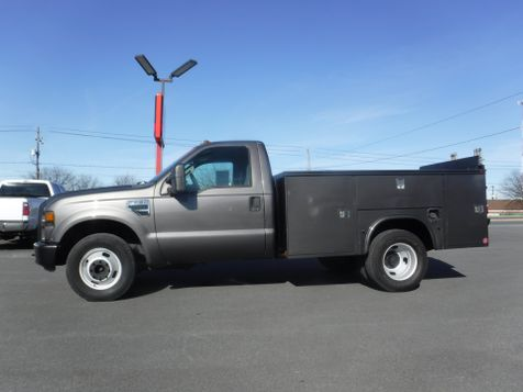 2008 Ford F350 9' Utility 2wd with Lift Gate in Ephrata, PA