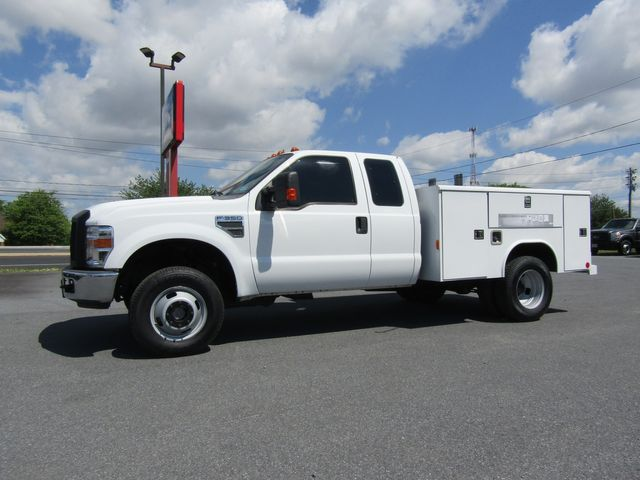 2008 Ford F350 Extended Cab 4x4 with 8' Reading Utility Bed