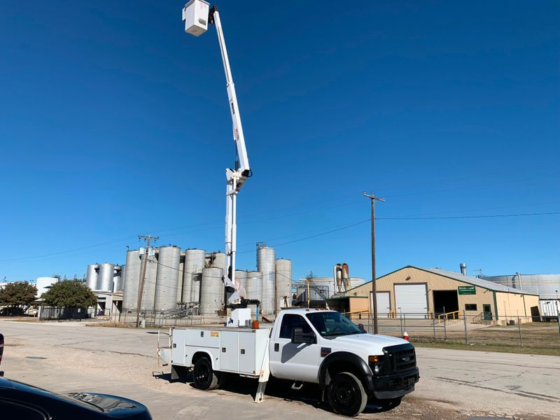 2008 Ford F550 BUCKET TRUCK XL  city TX  North Texas Equipment  in Fort Worth, TX