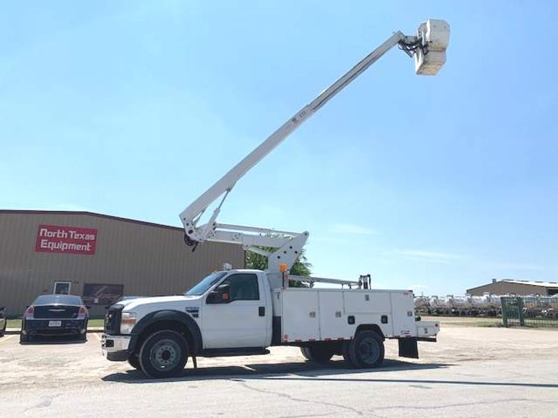 2008 Ford  F550 BUCKET TRUCK  42 FOOT REACH TELESCOPIC  ARTICULATING RUNS GREAT  city TX  North Texas Equipment  in Fort Worth, TX