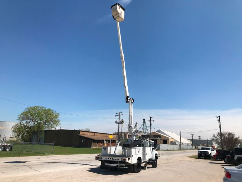 2008 GMC 5500 4X4 BUCKET TRUCK   city TX  North Texas Equipment  in Fort Worth, TX