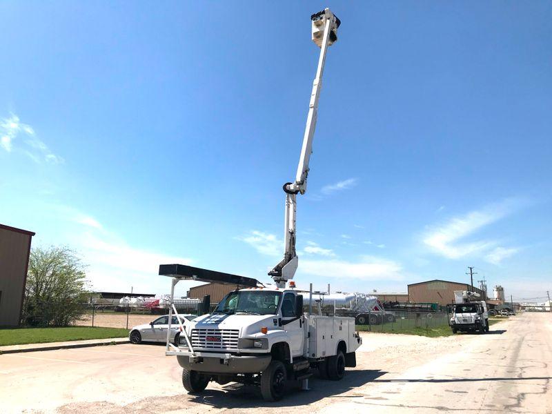 2008 GMC 5500 4X4 BUCKET TRUCK   city TX  North Texas Equipment  in Fort Worth, TX