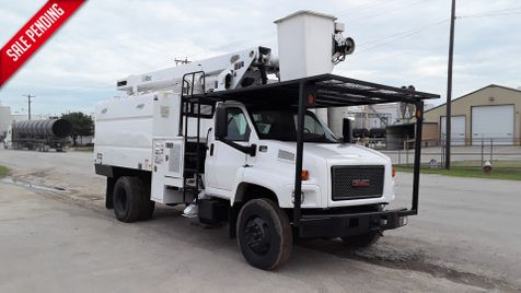 2008 GMC C7500 FORESTRY BUCKET LOW MILES 60FT ALTEC BOOM SYSTEM in Fort Worth, TX