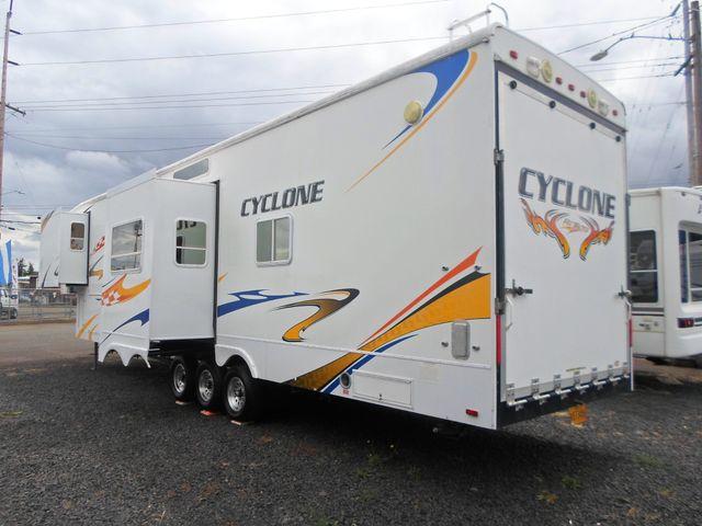 2008 Heartland Cyclone 4012 Salem, Oregon 3