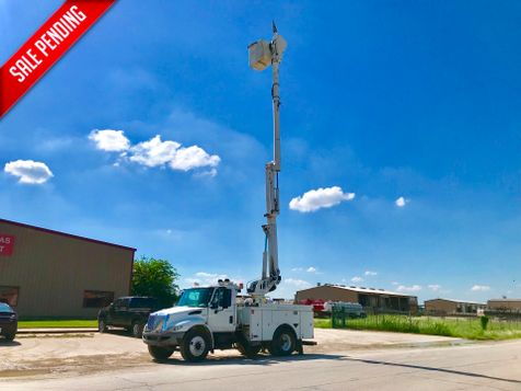 2008 International 4300 DURASTAR BUCKET TRUCK  in Fort Worth, TX
