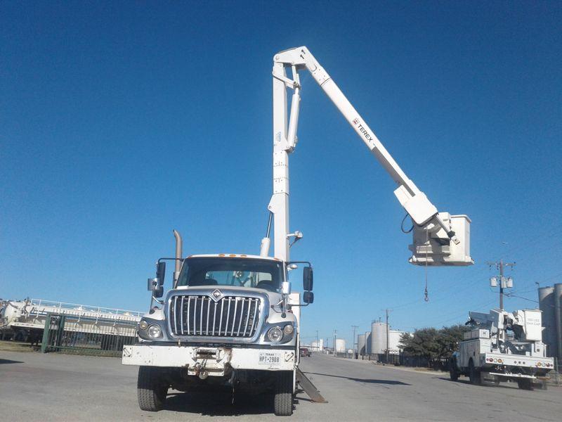 2008 International 7300 BUCKET TRUCK W MATERIAL HANDLER   city TX  North Texas Equipment  in Fort Worth, TX
