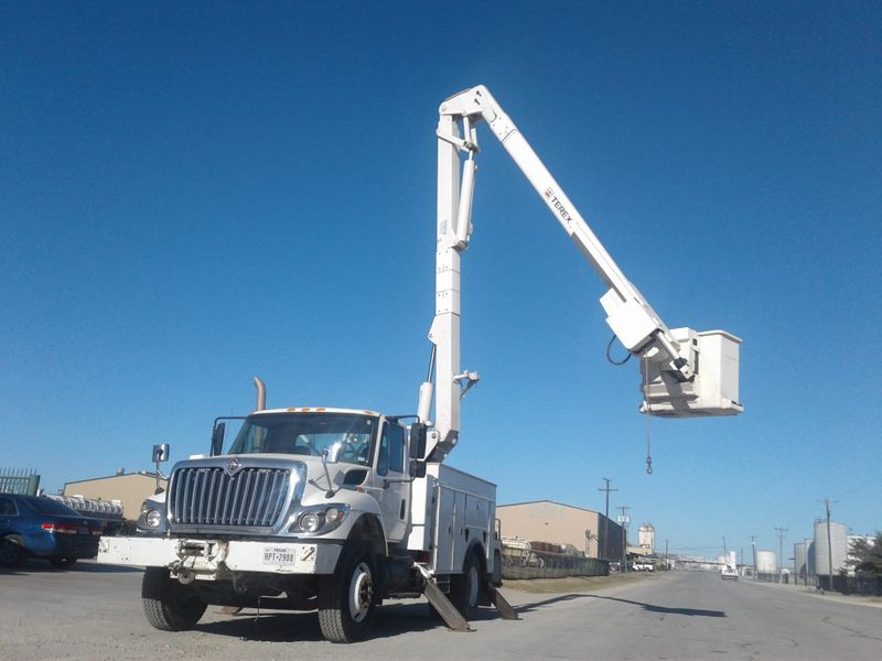 2008 International 7300 BUCKET TRUCK W MATERIAL HANDLER   city TX  North Texas Equipment  in Fort Worth, TX