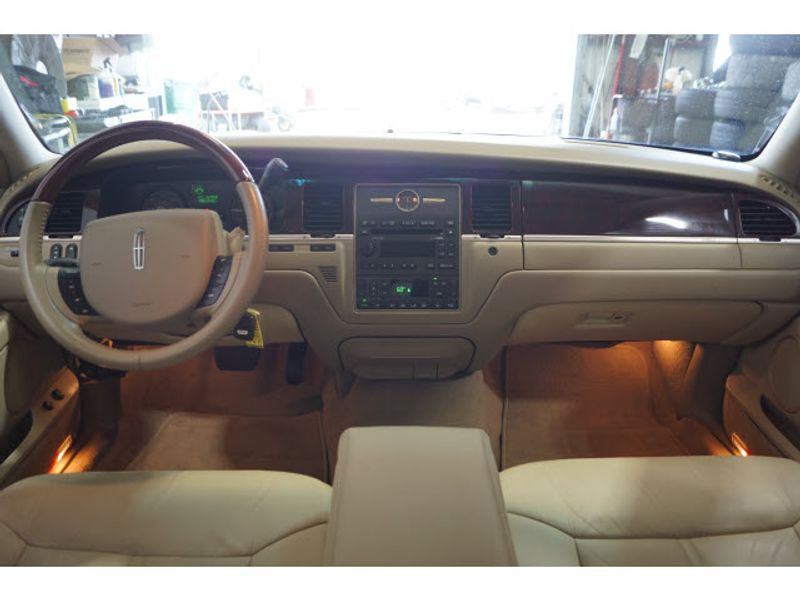 2008 Lincoln Town Car Limited  city Texas  Vista Cars and Trucks  in Houston, Texas