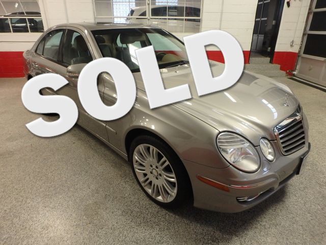 2008 Mercedes E350 4-Matic SHARP AND SMOOTH LUXURY BENZ Saint Louis Park, MN