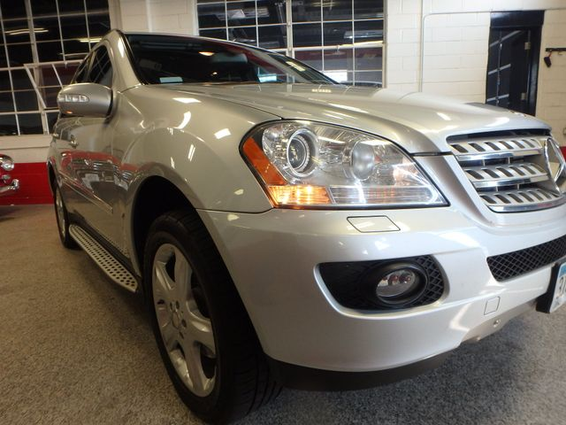 2008 Mercedes Ml320 4-Matic NAV, DVD,BLUETOOTH, SERVICED. AND READY! Saint Louis Park, MN 24