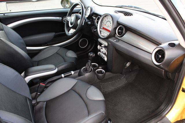 2008 Mini HARDTOP S AUTOMATIC SERVICE RECORDS NEW TIRES in Woodland Hills, CA 91367