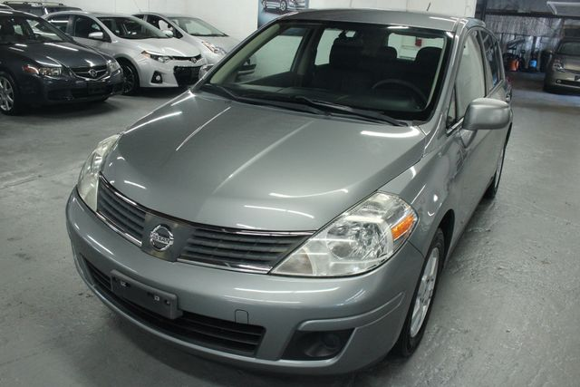 2008 Nissan Versa 1.8 SL Hatchback Kensington, Maryland 8