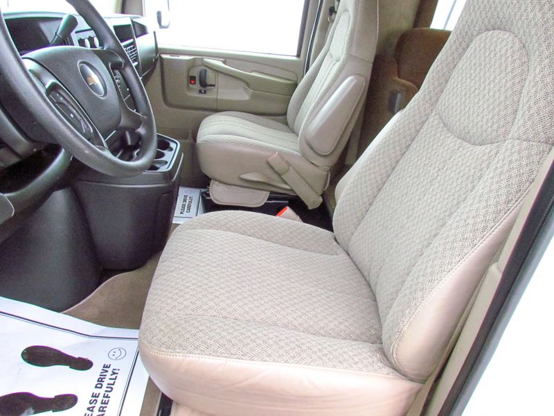 2008 R-Vision Town  Country Sport  in Sherwood, Ohio