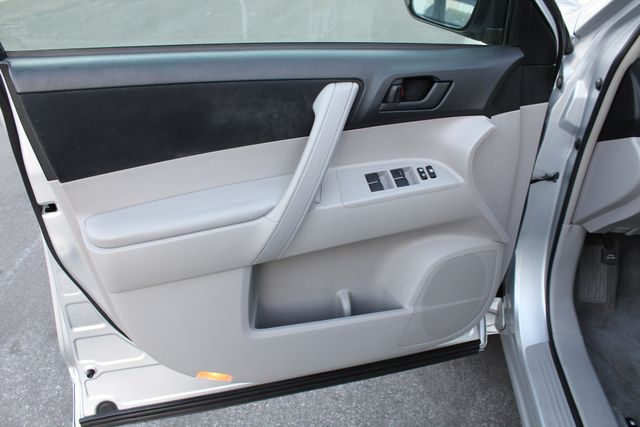 2008 Toyota HIGHLANDER SPORT 4WD 3RD ROW SEATS 1-OWNER SERVICE RECORDS in Woodland Hills CA, 91367