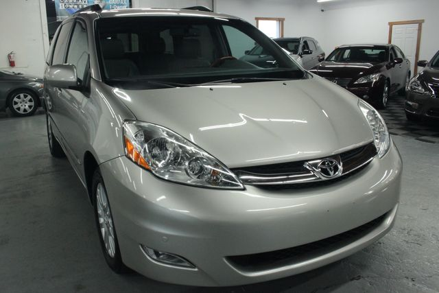 2008 Toyota Sienna XLE Limited AWD Kensington, Maryland 9
