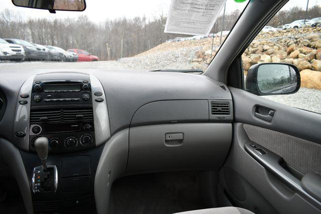 2008 Toyota Sienna LE Naugatuck, Connecticut 17