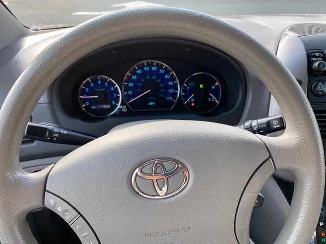 2008 Toyota Sienna LE W/ Leather Seats New Brunswick, New Jersey 16