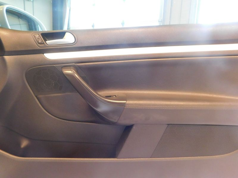2008 Volkswagen R32   city TN  Doug Justus Auto Center Inc  in Airport Motor Mile ( Metro Knoxville ), TN