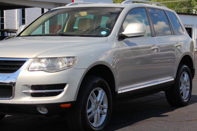 2008 Volkswagen Touareg 2 V6 4WD - LUX PLUS PKG - HEATED FRONT/REAR LEATHER! Mooresville , NC 26