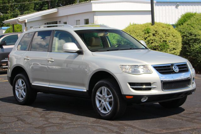 2008 Volkswagen Touareg 2 V6 4WD - LUX PLUS PKG - HEATED FRONT/REAR LEATHER! Mooresville , NC 21