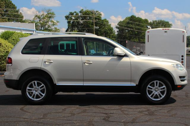 2008 Volkswagen Touareg 2 V6 4WD - LUX PLUS PKG - HEATED FRONT/REAR LEATHER! Mooresville , NC 14