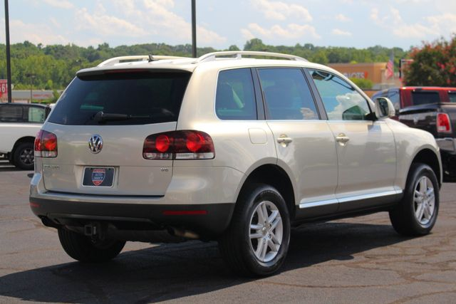 2008 Volkswagen Touareg 2 V6 4WD - LUX PLUS PKG - HEATED FRONT/REAR LEATHER! Mooresville , NC 23