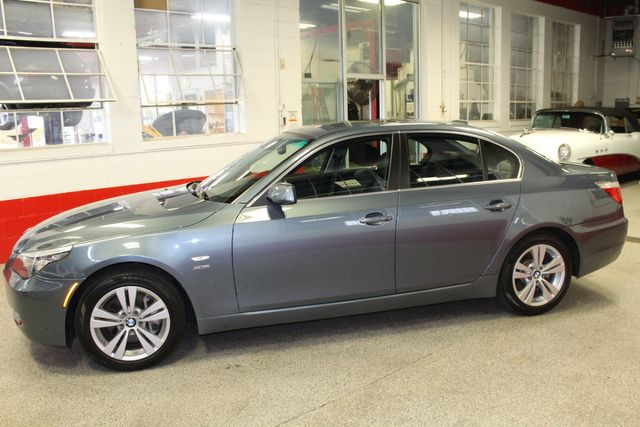 2009 Bmw 528i X-Drive,Heated St Wheel, VERY CLEAN &  TIGHT. Saint Louis Park, MN 1
