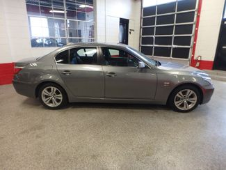 2009 Bmw 528 X-Drive, SHARP! NEW BRAKES . READY TO GO! Saint Louis Park, MN 1