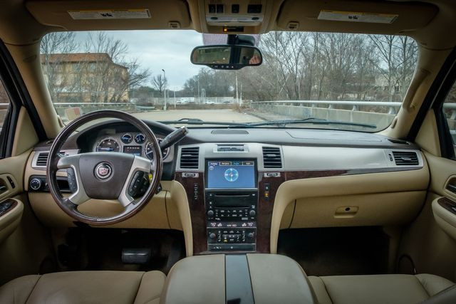 2009 Cadillac Escalade in Memphis, Tennessee 38115