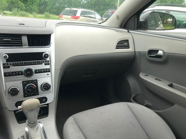 2009 Chevrolet Malibu LS w/1LS Ravenna, Ohio 9