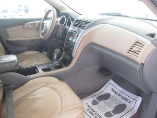 2009 Chevrolet Traverse LT w/2LT Gardena, California 8