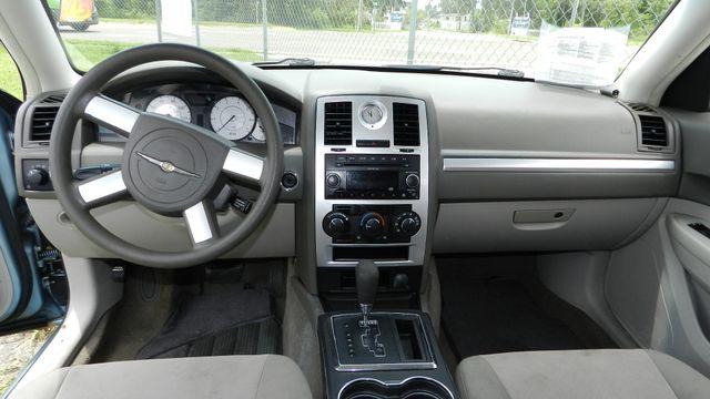 2009 Chrysler 300 LX Hudson , Florida 4