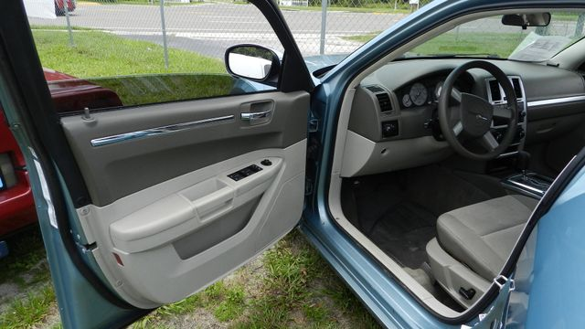2009 Chrysler 300 LX Hudson , Florida 7