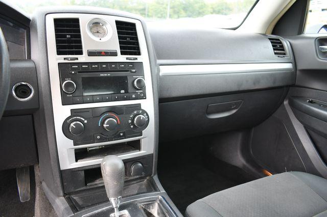 2009 Chrysler 300 LX Naugatuck, Connecticut 9