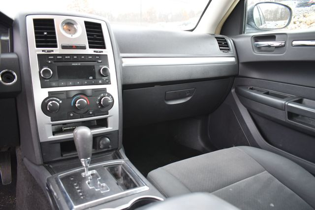 2009 Chrysler 300 LX Naugatuck, Connecticut 15