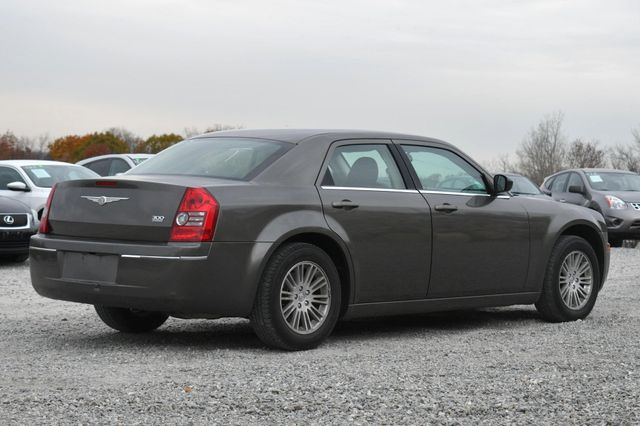 2009 Chrysler 300 LX Naugatuck, Connecticut 4