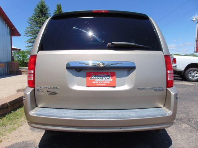 2009 Chrysler Town & Country Limited Alexandria, Minnesota 32