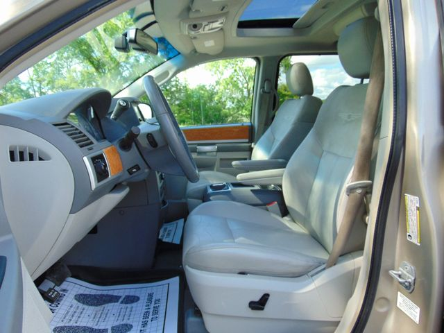 2009 Chrysler Town & Country Limited Alexandria, Minnesota 5