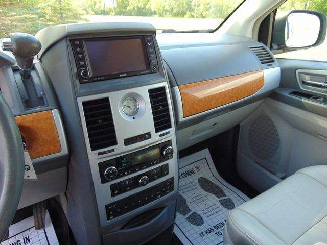 2009 Chrysler Town & Country Limited Alexandria, Minnesota 6
