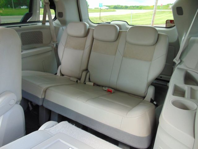 2009 Chrysler Town & Country Limited Alexandria, Minnesota 11