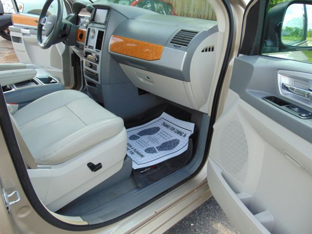2009 Chrysler Town & Country Limited Alexandria, Minnesota 29