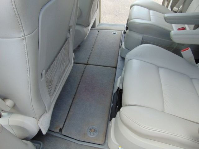 2009 Chrysler Town & Country Limited Alexandria, Minnesota 21